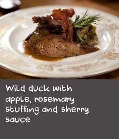 Cooking wild duck does not require advanced cooking skills, just a few simple steps to ensure a delicious, gamey dinner. Apple Recipes Easy, Duck Recipes, Pork Bacon, Cooked Apples, Meat Chickens, Venison, Stuffing, Elk, Turkey