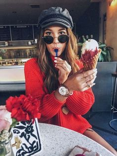Eating Pictures, Poses For Pictures, Ice Cream Pictures, Cute Poses, Instagram Pose, Insta Photo Ideas, Girl Photography Poses, Photoshoot Inspiration, Photo Poses