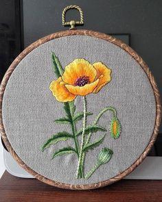 《Poppy》 #etsysellersofinstagram #poppy #handembroideryart #handembroideryartist #handembroidery #embroierylovers #embroideryhoopart…
