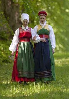 Sweden. Sörmland. Vingåker Foto ja copyright Laila Duran. http://butiken.sormlandsmuseum.se/folkdrakter/hogtidsdrakt-vingaker.html