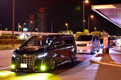 Toyota Alphard, Toyota Hiace, Custom Cars, Wallpaper Backgrounds, Street, Vehicles, Car Tuning, Pimped Out Cars, Car
