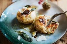 Käseknödel mit Salbeibutter und Parmesan Ricotta, Butter, Parmesan, Cauliflower, Cheese, Vegetables, Food, Sage, Meal