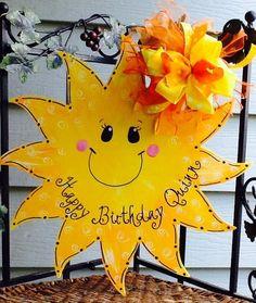 Sunshine sun summer door hanger let the sunshine in sign Burlap Door Hangers, Fall Door Hangers, Christmas Crafts For Kids, Summer Crafts, Minion Card, How To Make Signs, Making Signs, Summer Signs, Summer Door Wreaths
