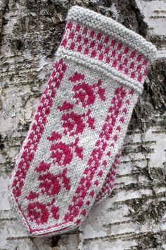 Neulotut ruusulapaset Novita 7 Veljestä | Novita knits Double Knitting Patterns, Knitted Mittens Pattern, Knit Mittens, Knitting Charts, Knitted Gloves, Knitting Stitches, Knitting Socks, Hand Knitting, How To Start Knitting