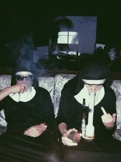 Affordable Bongs Smoke Accessories for Sale - Best Online Headshop Aesthetic Grunge, Aesthetic Photo, Rauch Fotografie, Stoner Art, Animation, Aesthetic Wallpapers, Cute Wallpapers, Funny Memes, Images