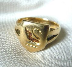 Eva Antiques - Victorian 18ct Gold Swan Signet Ring #jewellery #gold #antiques