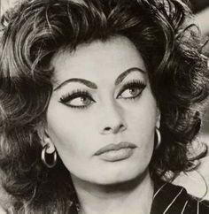 Sofia Loren e Marcello Mastroianni Sophia Loren, Loren Sofia, Hollywood Glamour, Hollywood Stars, Old Hollywood, Divas, Trash Film, Carlo Ponti, Italian Actress
