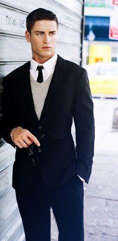 Digging the v-neck sweater with this suit and skinny tie: men's fashion