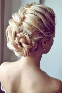 Just like for all brides, when the big day is approaching,many decisions have to be made. Wedding hair is a major part of what gives you good looks. These incredible romantic wedding updo hairstyles are seriously stunning. Loose Hairstyles, Wedding Hairstyles, Vintage Hairstyles, Quinceanera Hairstyles, Beach Hairstyles, Pretty Hairstyles, Medium Hair Styles, Short Hair Styles, Medium Curly
