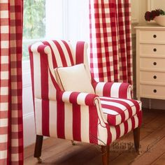 Modern Interior Decorating Ideas Enhancing Country Style Decor with Vichy Check Fabric Patterns Colourful Living Room, Living Room Colors, Living Room Designs, Modern Interior, Interior Design, Sofa Design, Red Cottage, White Decor, Upholstered Chairs
