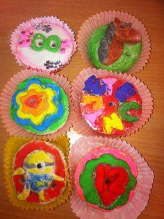 Cupcakes van brooddeeg gemaakt door groep 6,7,8. Nog even een extra likje verf denk ik. Leuk om neer te zetten met een kaarsje erin tijdens het vieren van de verjaardagen.
