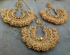 Indian Bridal Jewelry Sets, Indian Jewelry Earrings, Fancy Jewellery, Jewelry Design Earrings, Gold Jewellery Design, Beaded Jewelry, India Jewelry, Stylish Jewelry, Antique Jewelry