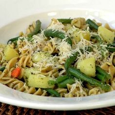 This one-pot pasta and vegetable dish is delicious served as a vegetarian main or as an accompaniment to chicken. Please pay careful attention to the timing of the noodles, and vegetables, we have calculated it to the last minute.