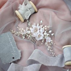 Silk flower hair comb, wedding hair accessories. ⭐️ WORLDWIDE FREE SHIPPING ⭐️ This beautiful floral design haircomb made with handcrafted silk flowers, freshwater pearls, rose quartz, rhinestones, glass beads. Choose gold or silver finish. Fully handmade. ❤️ Measurements