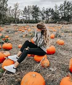 Photography ideas for girls teens outfit Ideas for 2019 Pumpkin Patch Pictures, Fall Pumpkin Pictures, Cute Fall Pictures, Fall Friends, Autumn Aesthetic, Autumn Cozy, Autumn Photography, Girl Photography Poses, Creative Photography
