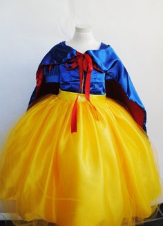 Snow White Costume by VintageDivinitiess on Etsy, $75.00