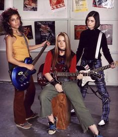 Christina Vidal, Lindsay Lohan and Haley Hudson in 'Freaky Friday' Early 2000s Fashion, 90s Fashion, Fashion Outfits, Lindsay Lohan Freaky Friday, Freaky Friday 2003, Haley Hudson, Wwe Divas Paige, Friday Movie, Friday Outfit