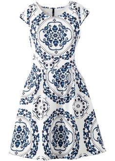 Veja agora:Para curtir o verão com estilo! Com saia evasê, de material moderno em look neoprene.