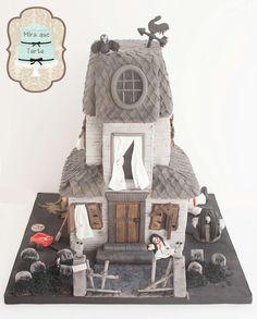 Haunted house, halloween cake by @miraquetarta