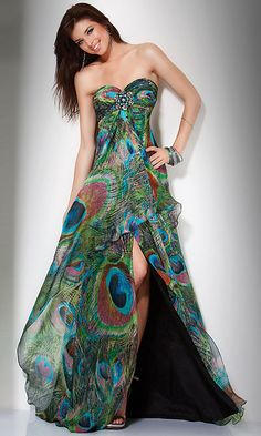 Peacock. Wedding. Dress. Not real sure if I would wear this as a wedding dress but it's kinda cute lol