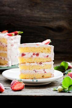 Überall duftet es nach Erdbeeren - das schreit ja förmlich nach einer Erdbeer-Torte von Mann Backt! 🍰 Vanilla Cake, Cereal, Breakfast, Desserts, Food, Strawberries, Pies, Cakes, Cute Ideas