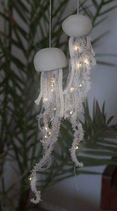 Jellyfish Light, Pink Jellyfish, Jellyfish Facts, Jellyfish Drawing, Jellyfish Aquarium, Jellyfish Painting, String Lights Outdoor, Outdoor Lighting, Light String