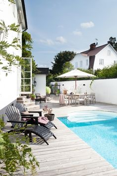 How to Choose Outdoor Patio Furniture – Pool Landscape Ideas Small Pools, Dream Pools, Outdoor Living, Outdoor Decor, Garden Pool, Pool Backyard, Outdoor Areas, Outdoor Pool, Cool Pools