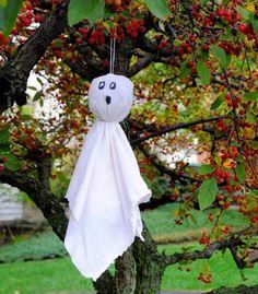 DIY Halloween : DIY Linen Ghosts