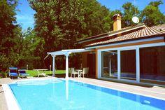 Il privilegio di godere di una piscina privata tra ampi spazi, indipendenza e sicurezza. http://www.albarella.it/it/quadrilocale-v4p