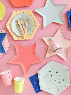 Add a sprinkling of stardust to your party celebration with these star shaped paper plates. Each plate comes in a different color and has a shiny gold foil border. - Plates are shaped like a star - Pl