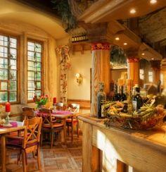 """Restauracja La Campana mieści się w  zabytkowej kamienicy zwanej """"Domem pod Trzema Koronami""""."""