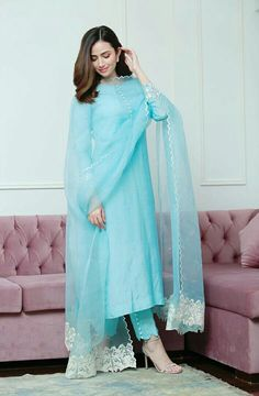 Pakistani Fashion Party Wear, Indian Fashion Dresses, Dress Indian Style, Indian Designer Outfits, Frock Fashion, Women's Fashion, Stylish Dress Designs, Designs For Dresses, Stylish Dresses