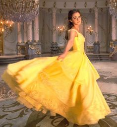 """7 first photos reveal how emma watson will look as belle in """"beauty Princesses Disney Belle, Images Emma Watson, Robes Disney, Disney Outfits, Renaissance Gown, Belle Silhouette, Angel Gowns, Golden Dress, Most Beautiful Dresses"""