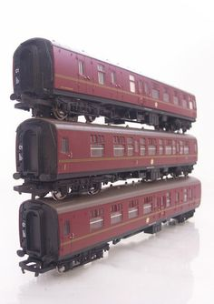 HORNBY OO GAUGE HARRY POTTER - HOGWARTS EXPRESS THREE COACH SET