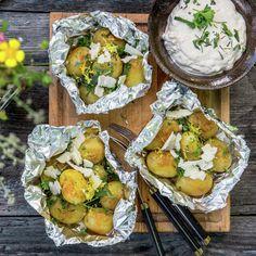 Potatis i folie Vegan Vegetarian, Vegetarian Recipes, Potato Dishes, Veggie Recipes, Tapas, Nom Nom, Bbq, Food And Drink, Veggies