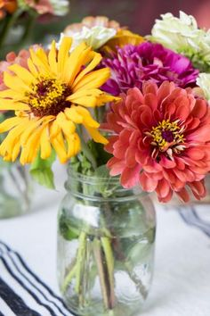 14 ways to reuse Mason jars. Try these fun DIY projects with different glass jars just in time for summer! | Living the Country Life | http://www.livingthecountrylife.com/country-life/14-ways-reuse-mason-jars/