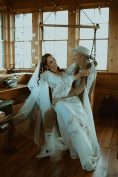 Adorable couple portraits in a cozy cabin | Image by Elle Kendall Photography Elopement Inspiration, Wedding Photography Inspiration, Wedding Blog, Wedding Photos, Cozy Cabin, Couple Portraits, Cute Couples, Chic, Wedding Dresses