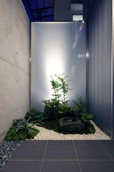 日本の坪庭デザインは小規模なものも多いですが、決して大きな庭に劣るものではありません。