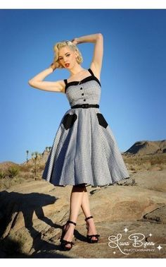 Pinup Couture Betsey Swing Dress in Black Gingham - modest neckline, and heart pockets! Rockabilly Style, Rockabilly Fashion, Rockabilly Outfits, Pin Up Outfits, Pin Up Dresses, Mode Outfits, Vintage Inspired Dresses, Vintage Outfits, Vintage Fashion