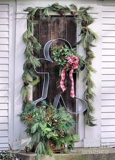 Create an over-size cookie cutter for outdoor décor. This is absolutely adorable!! You can change decors around the cutter for all year!