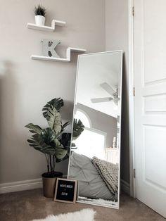 Bedroom Corner, Room Design Bedroom, Room Ideas Bedroom, Bedroom Decor, Wall Decor, Deco Studio, Minimalist Room, Bedroom Flooring, Aesthetic Bedroom