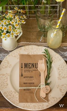 Eco friendly kraft paper wedding menu / http://www.himisspuff.com/kraft-paper-wedding-decor-ideas/4/