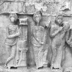 Pormenor do Sarcófago das Musas -Séc. IV. Neste caso as musas Polihimnia Erato e Urânia.  Detail of the Muses Sarcophagus - IV Century. Here depicted are Polyhymnia Erato and Urania.  #museuarqueologicodocarmo #carmoarcheologicalmuseum #museudocarmo #museuarqueologico #museu #museum #musa #musas #romano #sarcofago #archaeologicalmuseum #muse #muses #sarcophagus #roman #Erato #Urania #polyhymnia