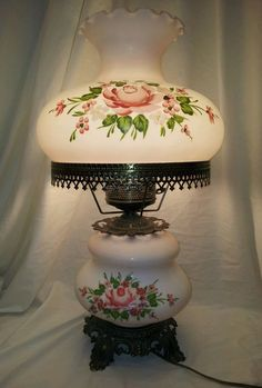VINTAGE VICTORIAN GONE WITH THE WIND PARLOR OIL-ELECTRIC ROSE MILK GLASS LAMP - Pretty!