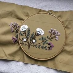 bags videos Belt bag with embroidery Basic Embroidery Stitches, Hand Embroidery Videos, Hand Embroidery Tutorial, Embroidery Flowers Pattern, Creative Embroidery, Hand Embroidery Designs, Embroidery Kits, Cross Stitch Embroidery, Wedding Embroidery