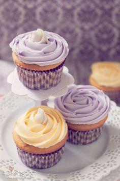 #KatieSheaDesign ♡❤ ❥▶ lemon cupcakes, lemon buttercream and filled with lemon curd.