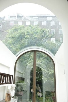 London extension with curved glass ceiling that wraps over the profile of the vaults, each of which open out into the garden behind