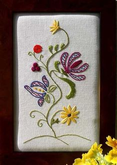 Spirito-Albero-Photo. This is a combination of different colors and stitches that go to make this design.