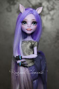 Avea Trotter Full Commission by Raquel Clemente Custom Monster High Dolls, Monster Dolls, Monster High Repaint, Custom Dolls, Ooak Dolls, Art Dolls, Ever After Dolls, Gothic Dolls, Doll Repaint