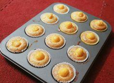 Bánh bông lan trứng muối có đặc trưng là món bánh thơm mềm, thơm khi thưởng thức có vị hơi mặn mặn, ngọt ngọt dễ ăn chứ không gây ngấy nhan...